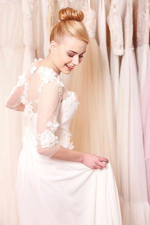 16f68291 ... detaljene i blondene kommer ekstra godt frem og gir kjolen et mer sexy  preg. Satengkjoler med store skjørt og lommer i sidene er også en trend som  har ...