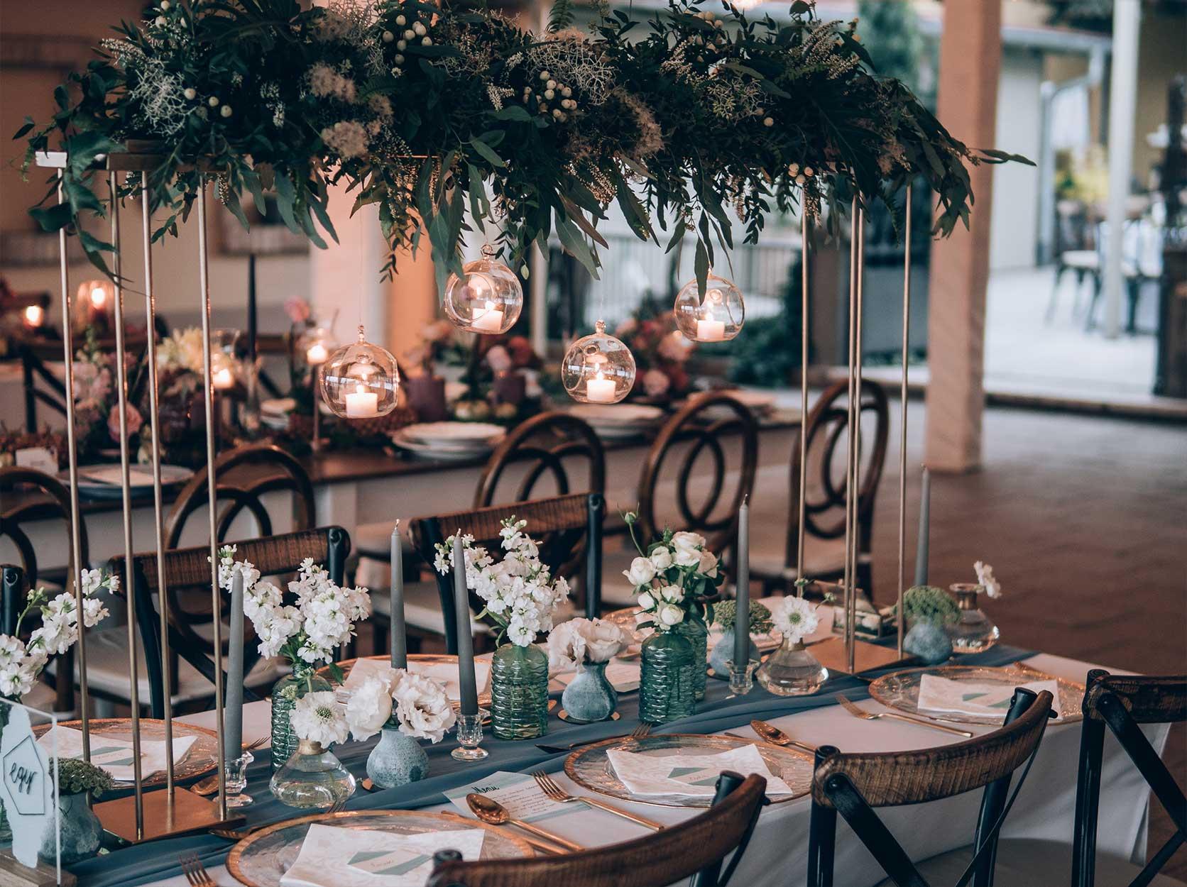 Dekorere selskapslokaler for bryllup